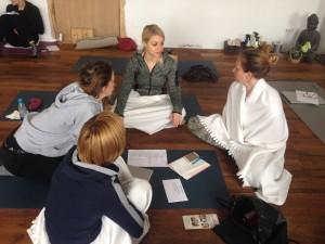 tečaj-učitelj-joge-ljubljana-eva-debevec-evisense-yoga-tečaj-joge-asana-pranajama-meditacija-osebna-rast-razvoj-um-telo-joga-hatha-delavnica